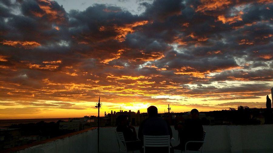 Sunset Sky Adults Only People Night Roof Rooftop Talks Relax Enjoying Life Sunlight Cloudy Clouds Building Exterior Edificios Catalunya Terrados Cielo Nubes Puesta De Sol Charlas Hablando Mesa Gente Otoño