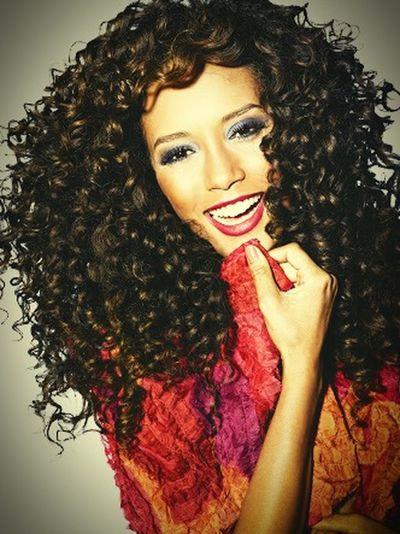 Uma verdadeira admiradora da beleza negra! Naoaopreconceito Belezanegra TaísAraújo