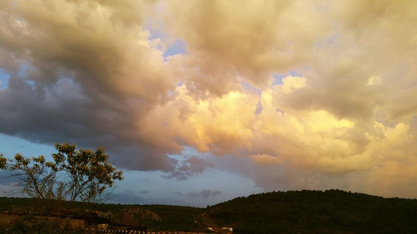 Skyline Storm Getting Inspired Relaxing Cuenca, Spain Popular Photos Enjoying Life Hello World Taking Photos Cielo Y Nubes  CastillaLaMancha Castilla La Mancha