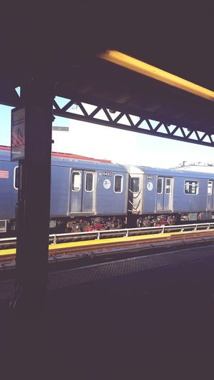 Train Mta Simpson Ave