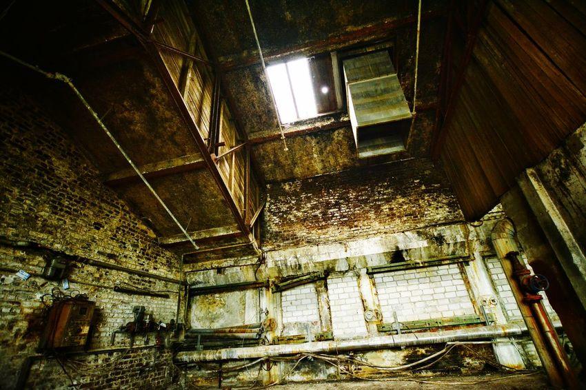 Abandoned Abandoned Places EyeEm Abandoned Light And Shadow Indoors  Window Pipline  Room Faktory