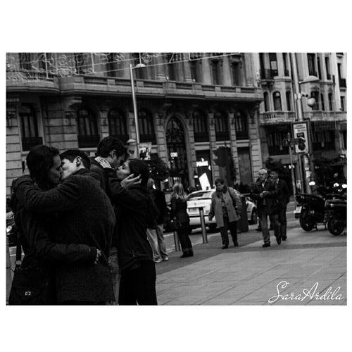 Gran vía, con amor. Street Madrid Granvia Love Kisses