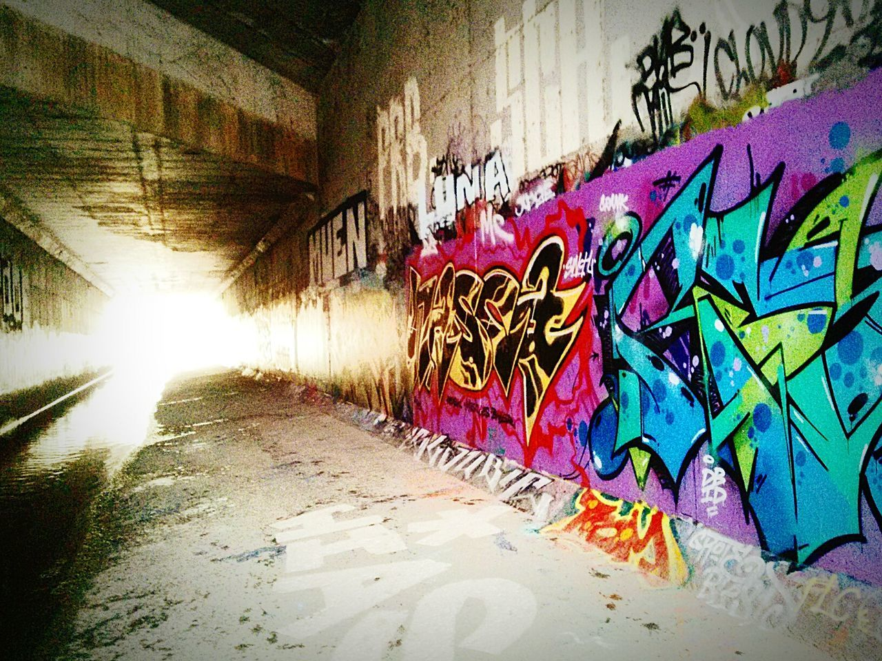 graffiti, architecture, built structure, wall - building feature, multi colored, street art, building exterior, day, no people, outdoors