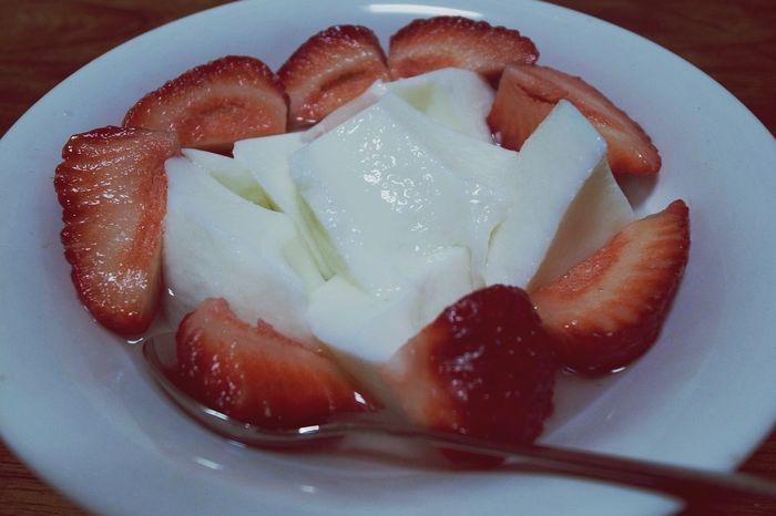 Almond Jelly Strawberry Sweetporn Yummy Enjoying A Meal Sweets Ricoh GRD IIIちょっと前の画像、イチゴと杏仁豆腐!