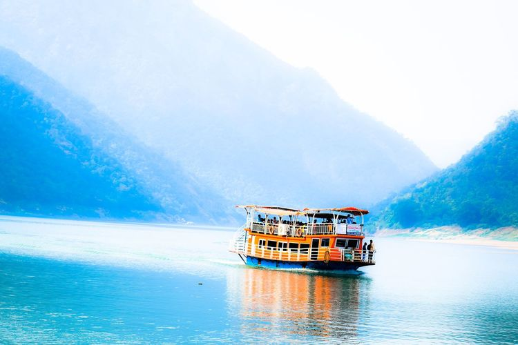 Mountain Nature Photography Beauty In Nature #Lake #ocean Calm Early Morning Nature River Scenics Nautical Vessel Water Sea Mountain Houseboat Boat Cruise Cruise Ship Sailing Boat Tourboat Sailing Wooden Raft Passenger Craft The Great Outdoors - 2019 EyeEm Awards The Street Photographer - 2019 EyeEm Awards