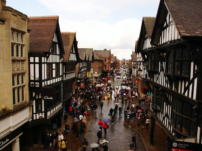 City Large Group Of People Architecture Travel Destinations Crowd England Chesterfield Tudors Victorian Victorian Architecture Stripes Casa Victoriana Froggy Inglaterra Multitud Rainy Days Umbrella Grey Sky