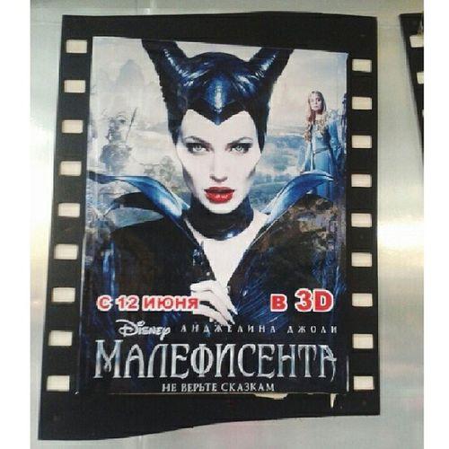 Ааа!!Неужели я посмотрела этот фильм? !прекраснаясказка✨ Понравилось .Анджелина как всегда шикарна!обожаюее