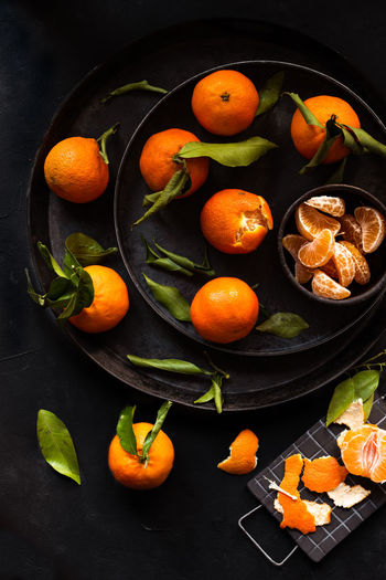 clementines from above dark mood   daylight foodphotography Food And Drink Food Healthy Eating Freshness Fruit Wellbeing Orange Color Still Life Leaf Citrus Fruit No People Bowl Orange High Angle View Orange - Fruit Foodphotography Food Photography Daylight Photography Light And Shadow Licht Und Schatten Nikonphotography