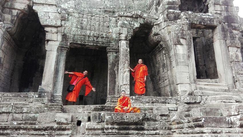 Buddist Temple Monks Traveling Combodia Enjoying Life Relaxing Faces Of EyeEm Hot Day Travel Photography Angkor