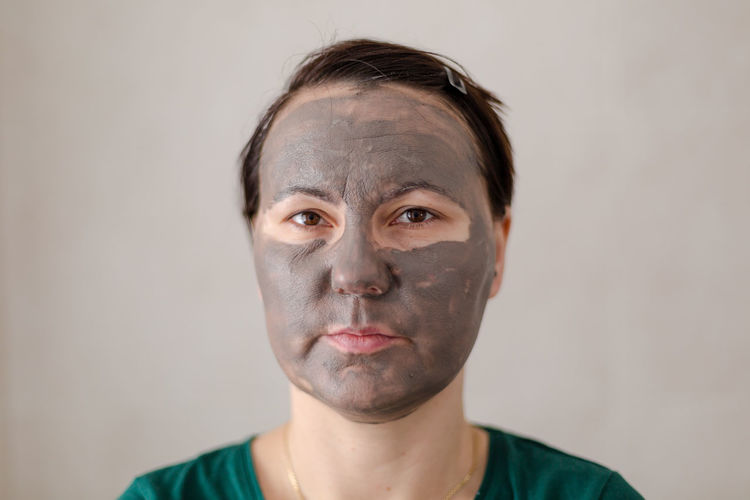 Young adult woman with cosmetic mask covers the face Calm Middle Age Toilet Aged Bathroom Beauty Before After Cosmetic Mask Cover Covered Dread Face Feminism Fourty Grey Human Body Part Mask Portrait Real People Rehabilitation Simple Skin Time Running Out Wrinkles Young Woman The Portraitist - 2018 EyeEm Awards