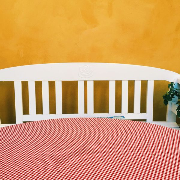Simple Things Simplicity Exterior View Abstract Photography Abstract Wallpaper Wall Art Background Wall Wooden Post Wooden Texture Wood - Material White Exteriors Copy Space Yellow House  Yellow Wall White Sofa Wooden Sofa Table Tabletop Tablecloth Picturesque Backgrounds