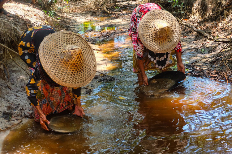 Tin Cradle show They was 80+ years old Hat Asian Style Conical Hat Water Occupation Outdoors Agriculture Thailand🇹🇭 Tourism Farmer Men One Person Working Day Real People People Adult Nature Ore Cradle  Show Local People Second Acts EyeEmNewHere Postcode Postcards