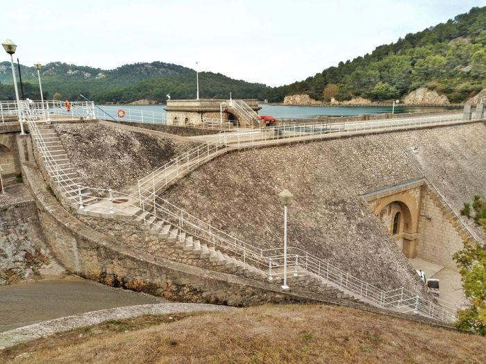 Day Outdoors No People Sky Architecture Nature France 🇫🇷 Provence Alpes Cote D'azur Provence France Autumn🍁🍁🍁 Barrage Barage Water Reserve Water Reservoir Stone Wall Stone Construction Stone Barrage