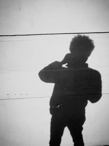 Photographer Fotograf Schatten Silouette Schwarz & Weiß Schwarzweiß No Colors Ohne Farbe Schatten Sonne Schwarz Weiss Schwarzweiss Silhouette Shadow Focus On Shadow One Person Three Quarter Length Standing Adults Only People Adult One Man Only Day Photographing Creative Space