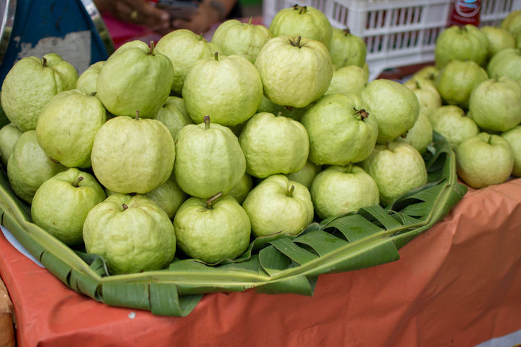 Basket Close-up Day Eat Food Food And Drink For Sale Freshness Fruit Green Color Guava  Healthy Eating Large Group Of Objects Market No People Outdoors Retail  Vitamin Vitamin C