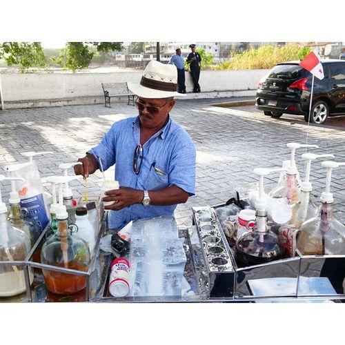 즉석에서 얼음을 갈아, 여러가지 소스와 색깔물? 을 올려주는 파나마 식 길거리 빙수. Panamá PanamaCity Streetfood