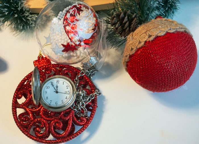 Decoration Indoors  Celebration Red Still Life Holiday Christmas Decoration Christmas Table Close-up High Angle View Christmas Ornament No People Holiday - Event Event Celebration Event Time Number Sphere Clock
