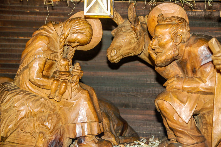Krippe Stimmungsbild Hofi Christmastime Besuch Der Hirten Josef & Maria Laterne Weihnachten No People Sculpture Stall Statue Weihnachtskrippe Wodden Figures Hofis Premium Collection Best Shots Hofi