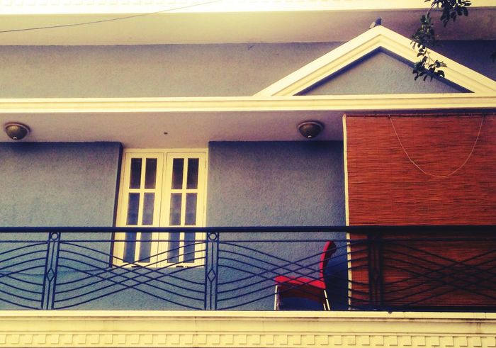 house hunting EyeEmNewHere EyeEm Gallery Balcony Balconies Around The World Simplicity Is Beauty. House Hunting Redchair Window Summer Elegant View House Architecture Building Exterior Built Structure Residential Structure Human Settlement Exterior Neighborhood Residential Building