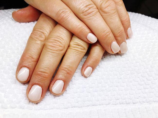 Pearl Shellac on fleek 🐚 Alessandro Shellac Lacsensation Manicure ONFLEEK Natural Sleekyfive Nails Beauty Vain Naildesign Beautiful Fullcover Shell