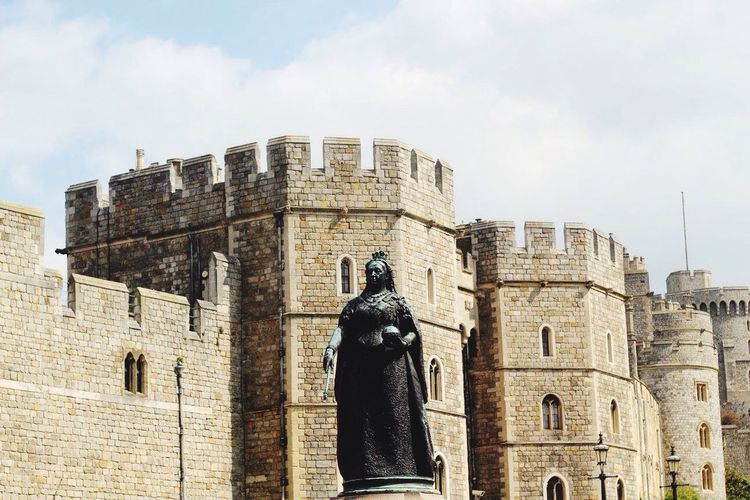 Windsor castle scene Statue Architecture Human Representation Built Structure Sculpture History Art And Craft Building Exterior Male Likeness Cloud - Sky Low Angle View Sky Day Outdoors Ancient No People Travel Destinations Windsor Windsor castle tourism