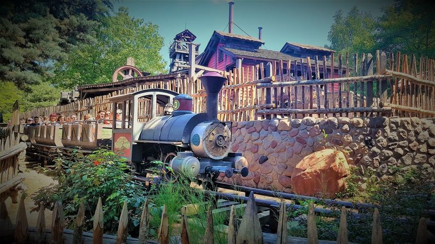 Big Thunder Mountain Railroad - Disneyland Resort Paris 2017 2017 2017 Year 2017 Photo Disneyland Paris Disneyland Paris 💚🎆🗼 Disneyland Resort Paris Disneyland Resort Paris 2017 Disneyland Resort Paris 25th Anniversary Eurodisney Travel Photography Architecture Big Thunder Mountain Big Thunder Mountain Railroad Built Structure Day Disneylandparis Eurodisneyland Machinery Nature No People Outdoors Sky Travelphotography Tree Water