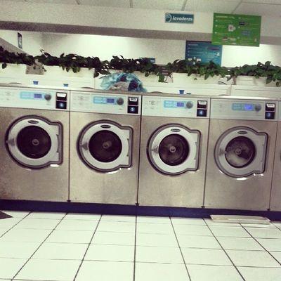 Aki en la lavandería... Me siento en los Yunaites! Jiji