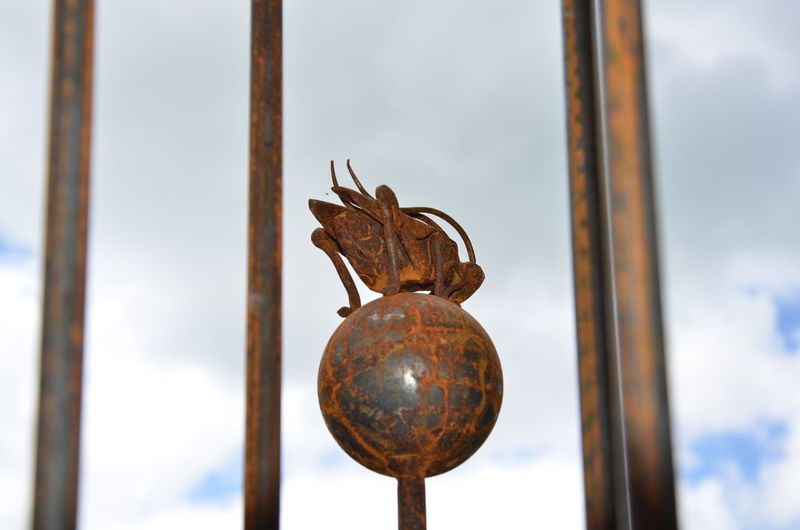 Cricket Crickets Ball Leap Of Faith Sculpture Pole Sky Balancing Act Balance Rust