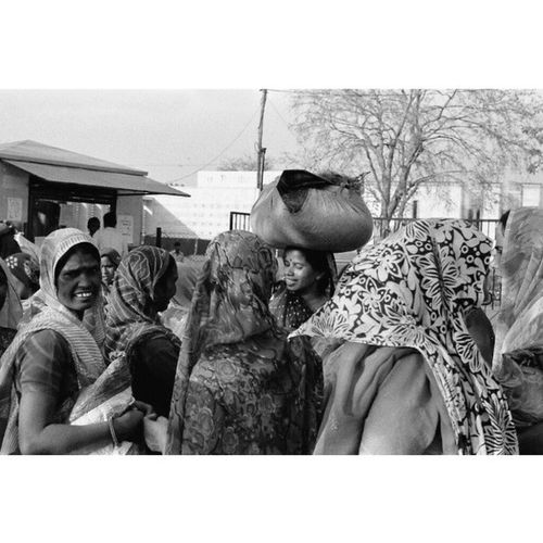 Jaipur Rajasthan India | LeicaM7 50mm ElmarM Ilford Hp5 blackandwhite film | Leica M7 bnw bw monochrome travel documentary Street women humancondition analogphotography analog