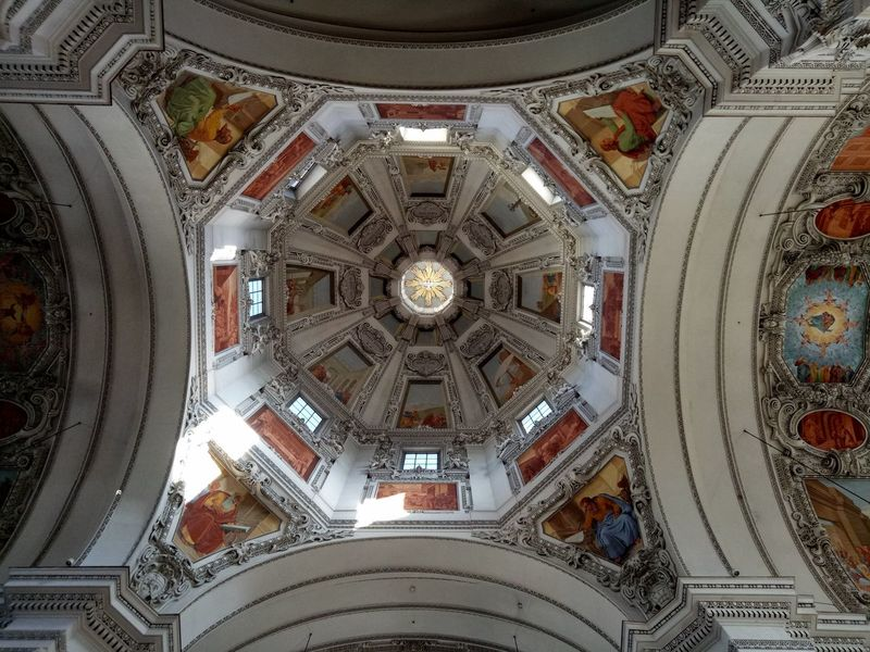Ceiling Dome Directly Below Architecture Indoors  Cupola Architectural Feature Built Structure Low Angle View Pattern Backgrounds Ornate No People Architectural Design Full Frame Place Of Worship Illuminated Concentric Day Close-up