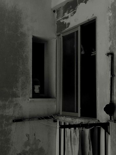 Window Architecture Old Ruin No People Confined Space Day Home Exterior Outdoors Estructure Blackandwhite Black And White Dark Beauty Built Structure