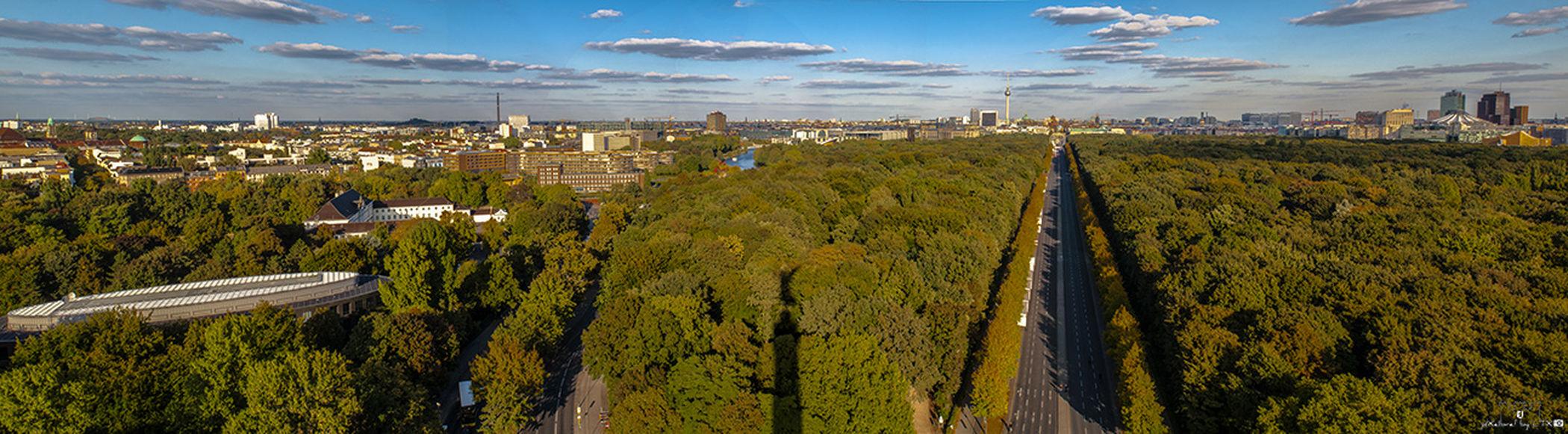 Im Rücken der Goldelse Berlin Daylight Clouds And Sky Enjoying The View Tiergarten Panorama Berliner Ansichten Großer Stern Straße Des 17. Juni Shadow