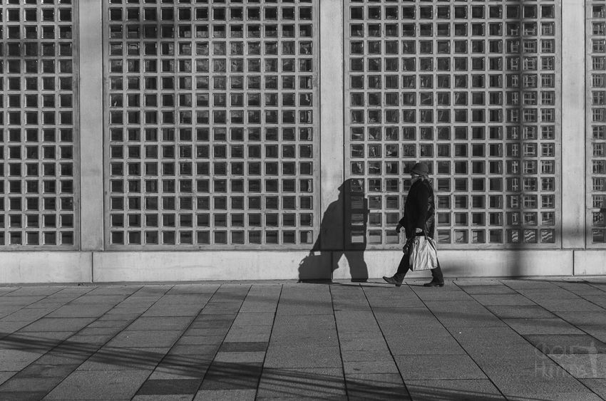 Black & White People Street Photography Streetphoto_bw Streetphotography_bw Streetphotography Street Portrait Woman People Watching