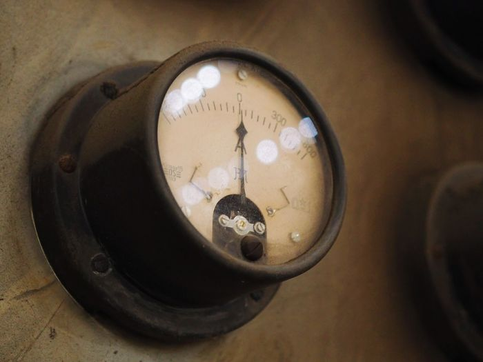 Amp Urban Exploration Clock Face Minute Hand Clock Time Roman Numeral Hour Hand Old-fashioned Close-up Rusty Run-down Weathered Peeling Off Abandoned Civilization Ruined Peeled Damaged Instrument Of Time Bad Condition Obsolete