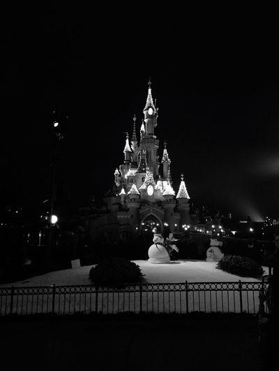 Disney Disneyland Disneyland Paris Winter Snow Wintertime Night Nightphotography Night Lights Blackandwhite IPhoneography Fun Having Fun Enjoying Life Winter Wonderland Learn & Shoot: After Dark The Culture Of The Holidays