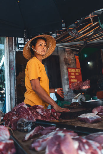 Woman wearing mask at market stall
