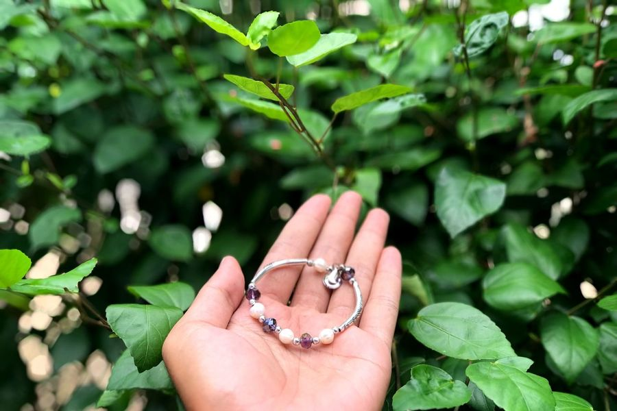 T A K E - T H I S - L O V E Vscocam Scenics EyeEmNewHere EyeEm Best Shots Human Body Part Hand Human Hand Body Part Plant Part Focus On Foreground Leaf Jewelry Close-up Ring Personal Perspective Women Nature