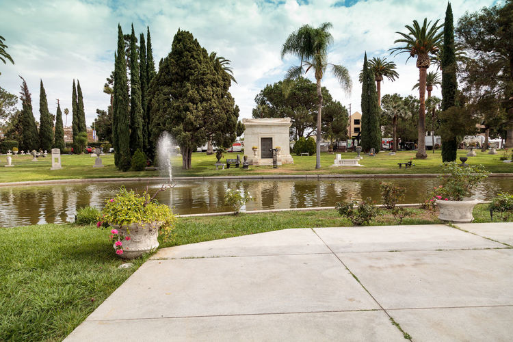 Los Angeles, CA, USA - October 29, 2016: Grounds of the Hollywood Forever Cemeteray during Dia de los Muertos, Day of the dead, in Los Angeles. Editorial use only. Architecture Burial Ground Cemetery Commemorate Day Day Of The Dead Death Garden Hollywood Forever Cemetery Mausoleum No People Outdoors Park Pond Tree