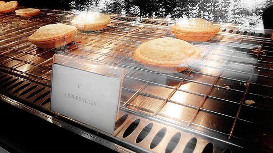 Di beberapa buku resep kue atau roti, seringkali kita temukan pie sebagai salah satu menunya. Pie adalah jenis pastry yang populer di Amerika. Hidangan panggang ini konon ditemukan sejak jaman Mesir kuno. Pada jaman Romawi dan pada abad Pertengahan, pie digunakan sebagai pembungkus daging dan bahan-bahan lainnya agar tetap lembap selama dimasak dan agar isinya kedap udara serta tidak mudah basi. Bahan kulit pastry ini keras dan padat, terbuat dari tepung terigu, suet (lemak daging sapi), telur dan bahan lainnya. Namun seiring dengan perkembangan dunia kuliner, lambat laun kulit pie pun diciptakan sedemikian rupa dengan komposisi tepung terigu yang telah ditentukan, sehingga kulit pie dapat ikut. dikonsumsibersama isinya.Televisinet Bandung Bandungbanget Taman Regramtime Regram INDONESIA Vscocam Fullcolor Mix Kuliner Kulinerbandung Instafood