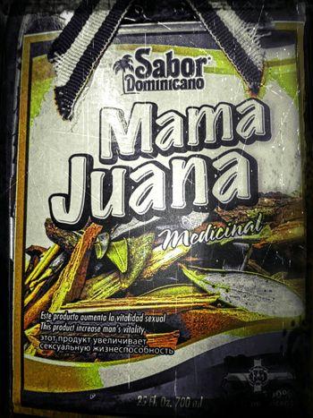 MAMA JUANA es una bebida Dominicana a base de hierbas y raices que, como se puede leer en la etiqueta, aumenta la vida sexual. Córdoba Tanti