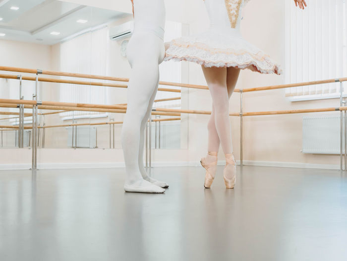 Adult Arts Culture And Entertainment Balance Ballet Ballet Dancer Ballet Studio Body Part Dancing Elégance Human Body Part Human Foot Human Leg Indoors  Low Section One Person Practicing Real People Skill  Tiptoe Women