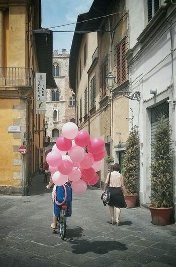 VSCO Vscocam Ballons Prato Urban Landscape Urban Streetphotography Colorful
