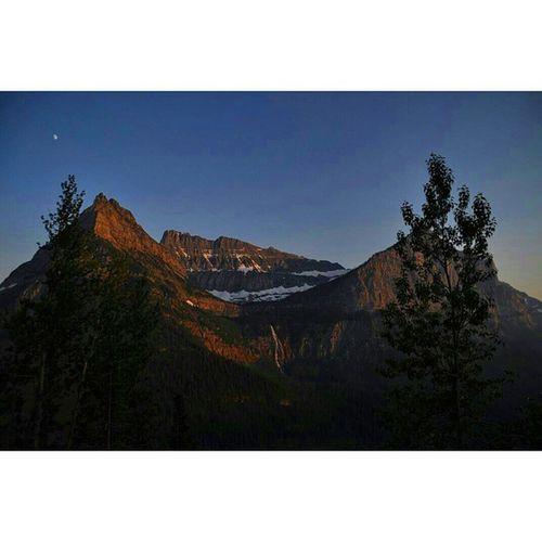 Sundown at Glacier national park Glaciernps Glaciernationalpark Nps Glacier Mountains Sunset Sundown Dusk Landscape Topography Instagram Golivexplore Visitmontana Crownofthecontinent Nikon D90 Montana Throughanewlenscontest Sunsetlovers