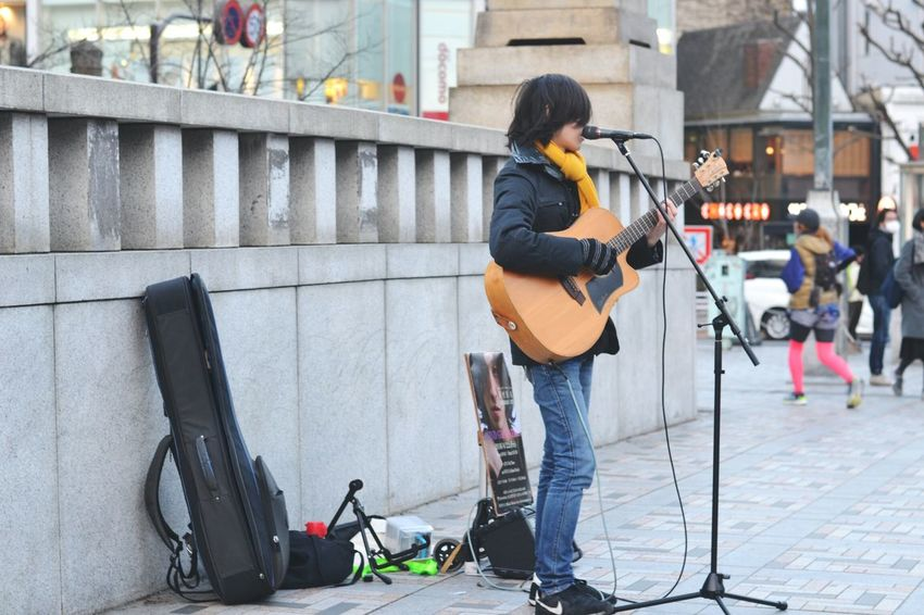 Street Photography Street Musician Music Things I Like Street Performer Guitar Urban Spring Fever Here Belongs To Me City Life Performer  Vocalist Ultimate Japan EyeEm Best Shots Eye4photography  Urban Life Urban EyeEm Gallery EyeEm Best Edits Huffington Post Stories The EyeEm Facebook Cover Challenge Urban Lifestyle The Street Photographer - 2016 EyeEm Awards Telling Stories Differently Up Close Street Photography