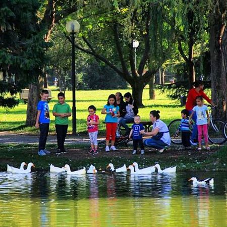 Child Hapyy😀 Childeren Garden Botanical Gardens People Lake Bursa