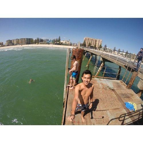 18°C termasuk suhu air. Distress Adelaide Glenelgbeach
