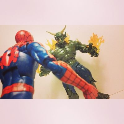 Osborn youre going down! Spidey Spiderman Spiderblood Webhead Greengoblin Marvellegend Figure Collector Figureoftheday Osborn Collecting Peterparker Marvel Mcu Amazingspiderman Ultimatespiderman Superheros Ultimategreengoblin Infiniteseries Hasbro Disney Bafwave Wallcrawler Figurecollector