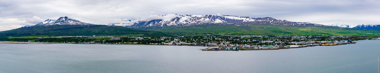 Akureyri vue de la côte est du fjord Eyjafjörður Akureyri Cold Temperature Countryside Eyjafjörður Fjord Harbour Iceland Iceland_collection Islande Mountain Mountain Range Norther Town Northern Europe Outdoors Panorama Panoramic Panoramic Photography Scenics Snow Snowy Mountains Summer Snow Tranquil Scene Tranquility Water The Great Outdoors - 2017 EyeEm Awards