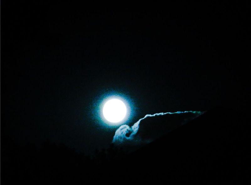Moonlight Full Moon Cloud Supermoon 2014 Brightlight Macro Beauty