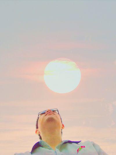 สู่แสงตะวัน One Person Looking Up Mature Adult One Man Only People Only Men One Mature Man Only Headshot Rainbow Adult Sunset Adults Only Outdoors Multi Colored Nature Men Sky Eyesight Day Cyberspace